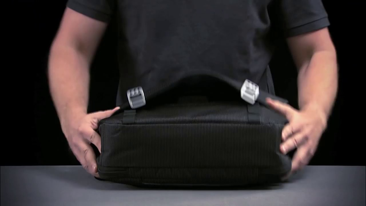 Thule Crossover Messenger Bag - YouTube