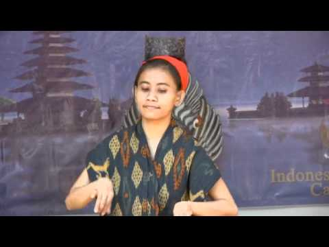 Tari Tenun (Sumba Dance)