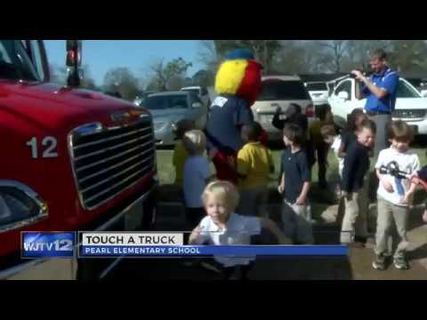 """""""Touch a Truck"""" at Pearl Elementary School 02132017"""