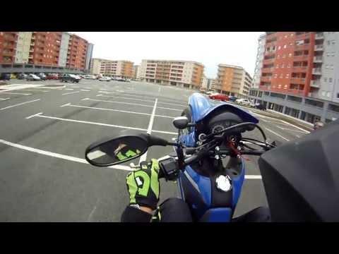 Suzuki DR125SM Wheelies