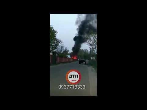 Вечерний пожар мусора в Киеве за метро Вырлица,: без пострадавших