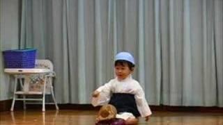 幼稚園のお遊戯会で踊りました。見てください。