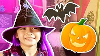 Bugs Halloween Story | Halloween House