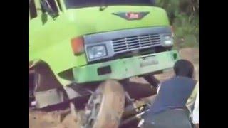 Video Lucu Mobil Truck Jebol Bannya