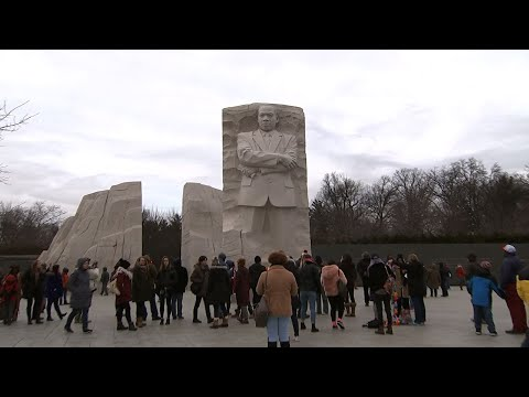 Hundreds Honor King at Washington's MLK Memorial