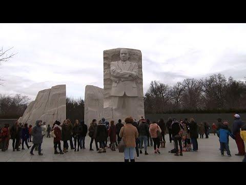 Hundreds Honor King at Washington