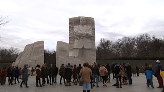Hundreds Honor King at Washington