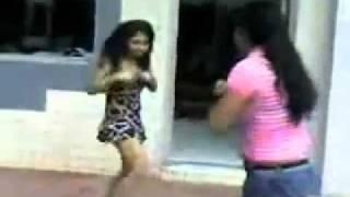 Chifruda E A Outra Se Pegando .Stripped And Street Fight