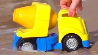 Мультфильмы про рабочие машины на пляже: строим горку для малыша грейдера(Мультик про машины, которые строили из песка горку для маленького грейдера! Видео для детей, которые любят..., 2014-09-19T05:30:47.000Z)