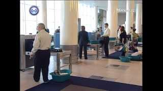 Правила досмотра в аэропортах(В аэропортах изменились правила досмотра. Теперь можно не снимать обувь на тонкой подошве и узкие ремни., 2012-05-14T10:29:56.000Z)