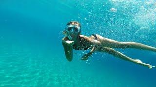 Gopro FullHD Blu diving , paradise sea . Nuotare nel mare blu paradisiaco . Croatia - Croazia - HR .