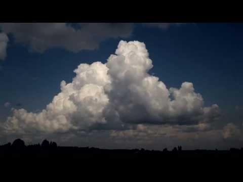 Forming cumulonimbus (timelapse)