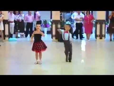 couple de petits danseurs pleins de talent