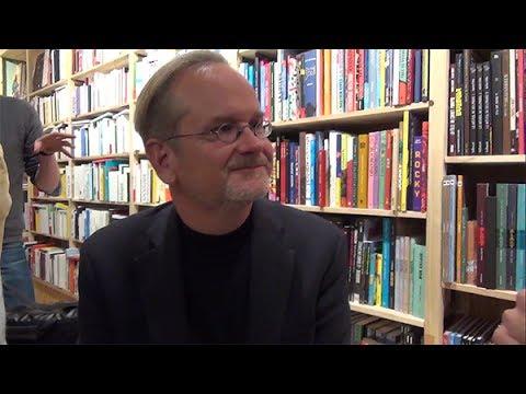 Entretien avec Larry Lessig sur le documentaire « Meeting Snowden »