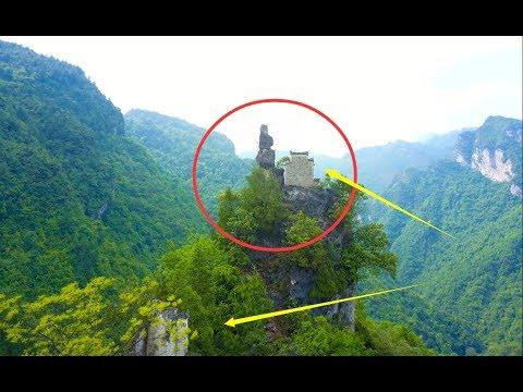 贵州荒山野岭,一绝壁上竟有房子,无法想象古人是怎么做到的