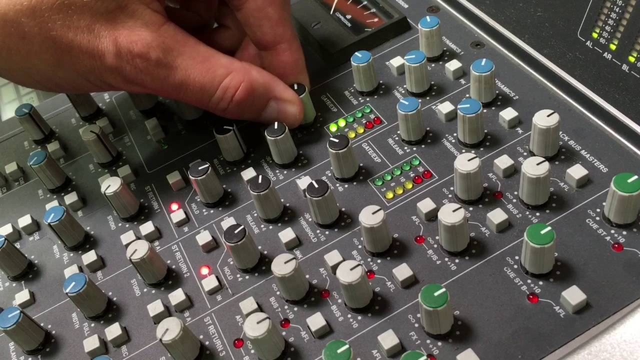 ssl solid state logic aws 900 analogue mixer console daw controller demo youtube. Black Bedroom Furniture Sets. Home Design Ideas