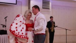 Подарок на свадьбе гость играет на саксафоне 27.11.16