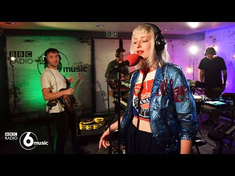 Maribou State - Nervous Tics feat. Holly Walker (6 Music Live Room)