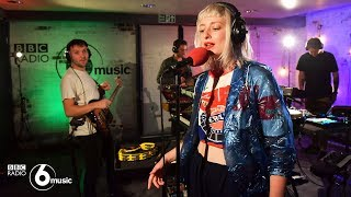 Gambar cover Maribou State - Nervous Tics feat. Holly Walker (6 Music Live Room)