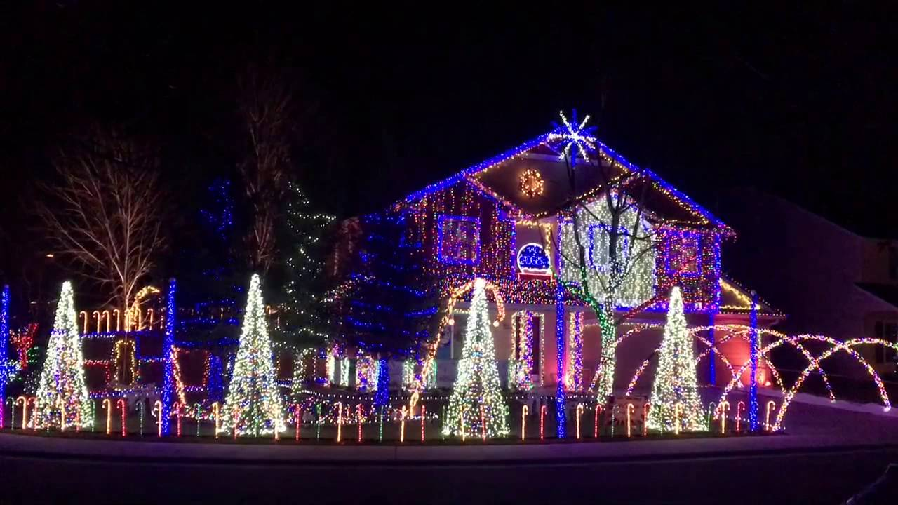 Cadger Christmas Light Show Give it Up 2015 - YouTube
