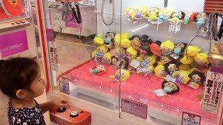 初めてのクレーンゲーム☆4歳☆お菓子とディズニープリンセスのUFOキャッチャー thumbnail