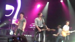 Jonas Brothers - Star Girl *FEATURING MCFLY* - Wembley *HD*