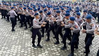 Yey-yel penyemangat Bintara Brimob polda Sultra angkatan 42 yang menggelar di PT.IMIP