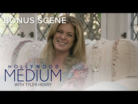 Tyler Henry Senses A Presence In Rachel Hunter's Home | Hollywood Medium with Tyler Henry | E!