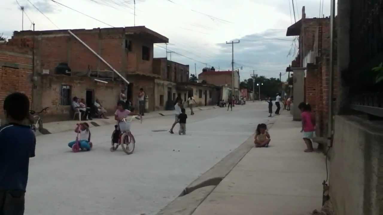 El Arenal Ninos Jugando En La Calle Nueva Youtube