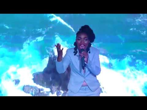 Nontsikelelo Hlomela featuring Takie Ndou -  Avuleka Masango (Live)