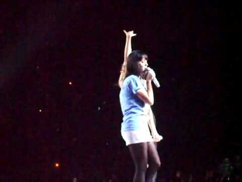 Taylor Swift & Katy Perry - Hot N' Cold (Live in Los Angeles @ Staples Center)