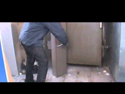 Как вскрывают оружейный шкаф