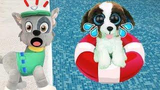 Patrulla canina juguetes español BEBE PAW PATROL A LA PISCINA!!¿SABE NADAR NUEVO CACHORRO ROCKY?