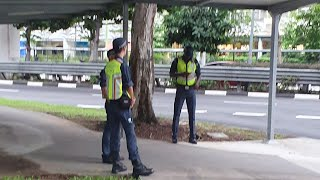 10dec2019  pmd rider stopped by lta officers aka green man via crescent kick