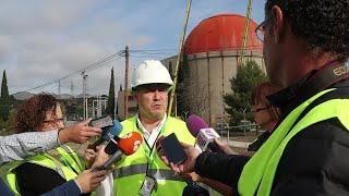 Manuel Ondaro durante el inicio del desmantelamiento de la cúpula de la central de Zorita