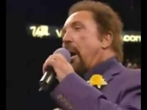 Tom Jones attempting the welsh national anthem  Joe calzaghe vs bernard hopkins