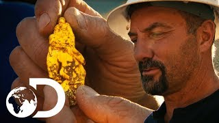 Inexperienced Miner Finds The Biggest Nugget Dave Has Ever Seen | Gold Rush: Dave Turin's Lost Mines