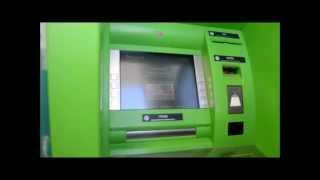 Снятие денег с банковской карты WOR(l)D GMN в банкомате.