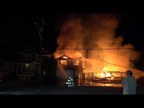 3-alarm fire three houses engulfed in flames Fraser Avenue Port Coquitlam BC (4K)