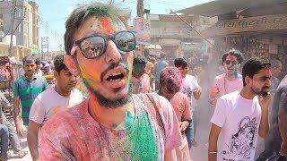 te hindistannn ilgin renk festivalinde bama gelenler