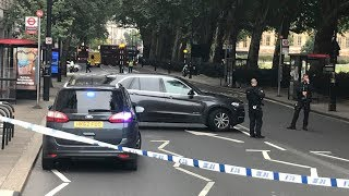 DIREKTE: Væpnet aksjon i London: Bil kjørte inn i sperringer ved Parlamentet