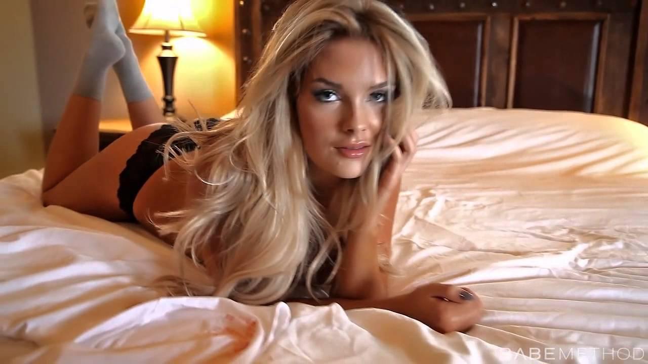 Sexy Pilot Sarah Louise Harris - YouTube