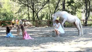 Конный комплекс Feldman Ecopark(В Конном комплексе Feldman Ecopark работает группа мягкого воспитания лошадей, школа верховой езды без седла (воль..., 2015-09-15T09:17:30.000Z)