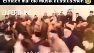 Multikulti! Moslems die sich in Bayern perfekt integriert haben