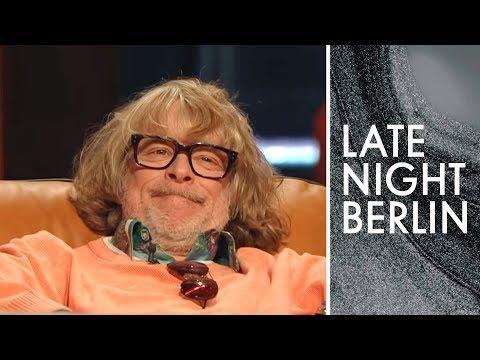 Helge Schneider im Alltag: Was macht er die ganze Zeit? | Late Night Berlin | ProSieben