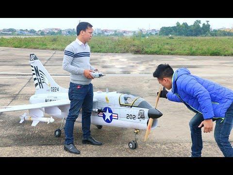 Cận cảnh mô hình máy bay A7 CORSAIR lớn nhất thế giới được chế tạo và cất cánh tại Việt Nam