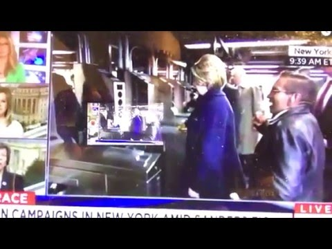 Hillary Clinton Struggles With NYC Subway Card - That Didn't Work