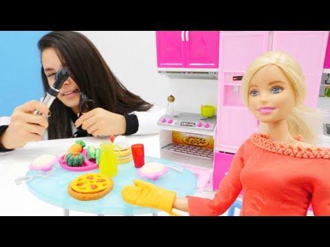 Yemeği abartan Barbie'yi muayene ediyoruz! Kız oyunları!