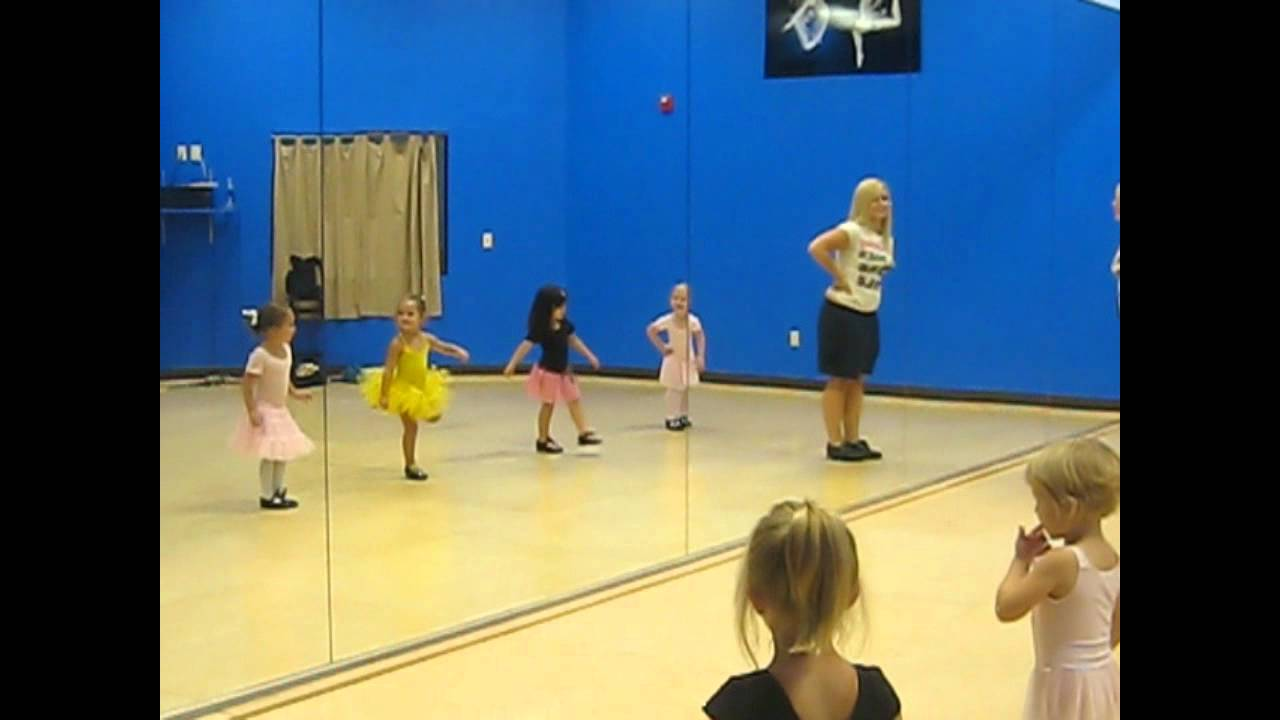 Toddler tap-dancing lesson - YouTube