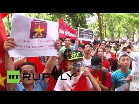 Vietnam: Hundreds protest against China in Hanoi